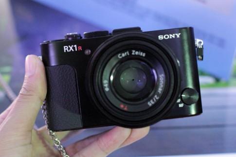 Ảnh thực tế Sony RX1R và A3000