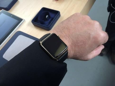 Apple Watch Edition giá $10,000 mở không lên