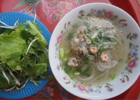 Bánh canh bột lọc - món ăn biến tấu của miền Trung