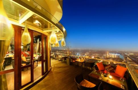 Bar và nhà hàng trên tầng cao ấn tượng