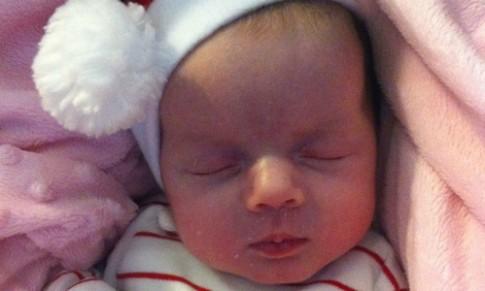 Bé 11 tuần tuổi đột tử khi ngủ chung với bố mẹ