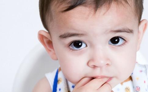 Bé 2 tuổi chậm lớn, chậm nói