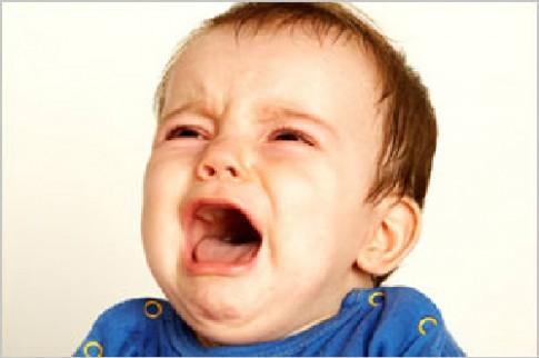 Bé khóc mỗi khi đi nhà trẻ