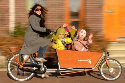 Bí mật của các ông bố bà mẹ Hà Lan không bao giờ quát con