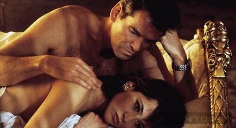 Bí quyết chinh phục thành công nàng Elektra King của James Bond (P4)
