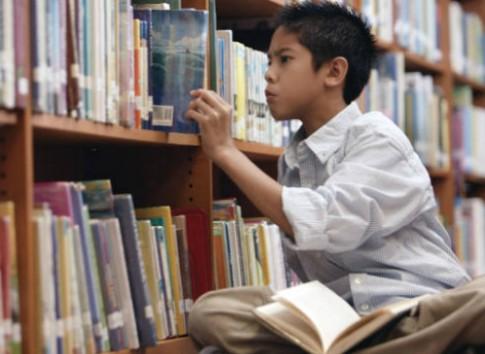 Bồi dưỡng trí tuệ cho con bằng thói quen đọc sách