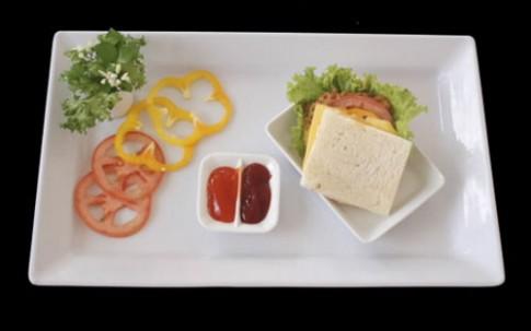 Bữa sáng ngon với sandwich gà