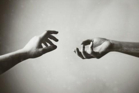 Buồn mà cứ giấu nỗi buồn vào bên trong còn đau gấp trăm lần khóc...