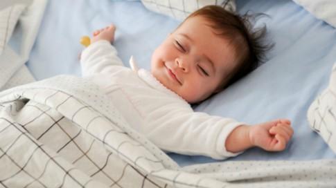 Các em bé luôn tự biết ngủ