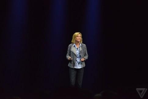 Các nhà điều hành nữ xuất hiện trên sân khấu sự kiện của Apple