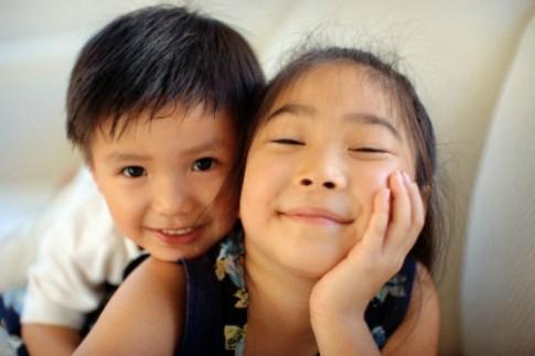 Cách cha mẹ giúp con cái thương nhau hơn