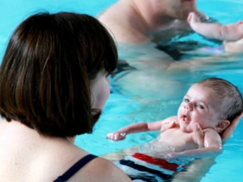 Cách dạy bơi cho con từ khi nhỏ