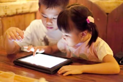 Cách giám sát trẻ chơi máy tính bảng