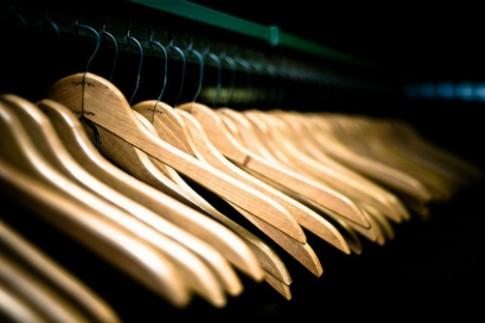 Cách giữ quần áo không bị rơi khỏi móc treo