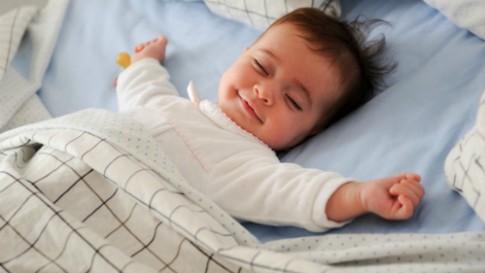 Cách giúp bé yêu ngủ thẳng đêm