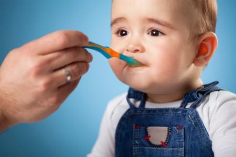 Cách khắc phục tình trạng lười ăn của bé