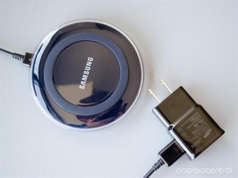Cận cảnh sạc không dây tuyệt đẹp của Samsung, sánh đôi Galaxy S6/S6 edge
