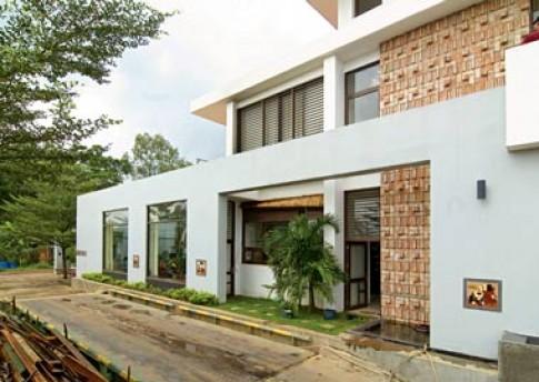 Căn nhà nhiệt đới
