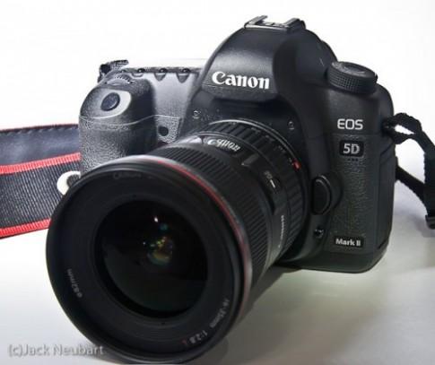 Canon 5D Mark II xách tay giá chỉ còn 35,7 triệu đồng