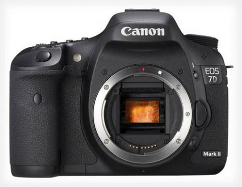 Canon 7D Mark II có giá 2.200 USD