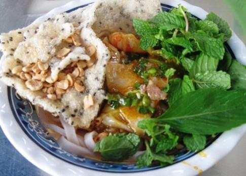 Cao lầu, mì Quảng ở Sài Gòn