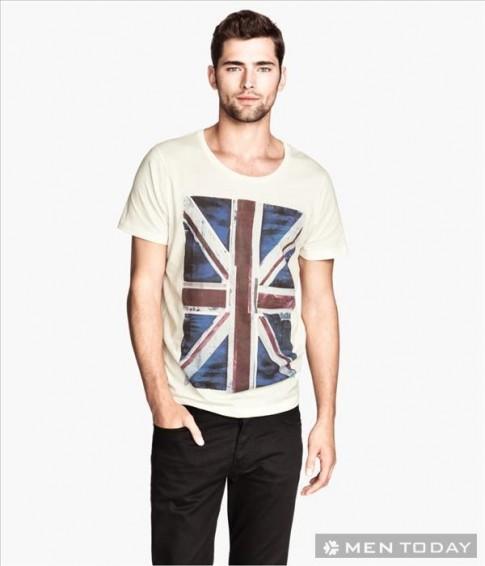 Chàng trẻ trung và đơn giản cùng t-shirt in hình của H