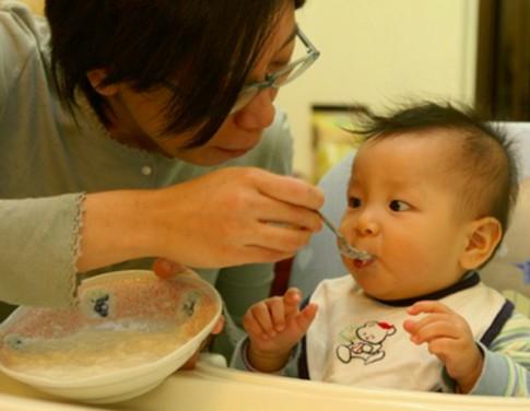 Chế độ ăn cho bé 6 tháng tuổi