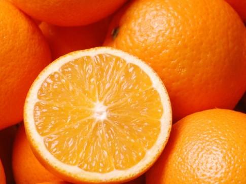 Cho trẻ ăn cam hàng ngày có tốt