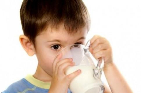 Chọn sữa giúp con tăng cân tốt, không táo bón
