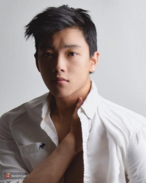 """Chris Khoa: """"Là một người mẫu sexy và là 1 anh sinh viên Kinh Tế, có gì khó hiểu?"""""""