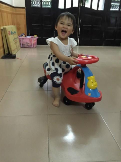 Chúc Ly lái xe