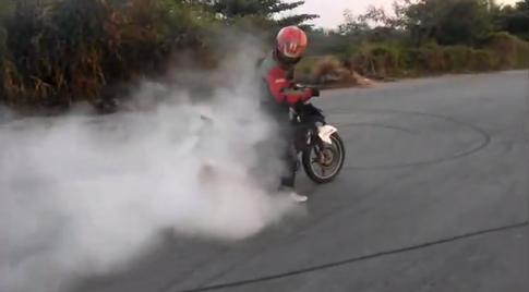 [Clip] Exciter stunt, Drift, và đốt lốp