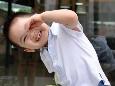 Clip trẻ ngộ nghĩnh nhất tuần: 'Bé Minh Quân cười khoái chí'