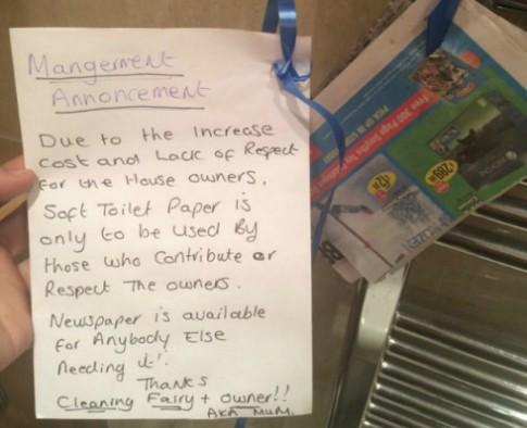 Con gái bị cấm dùng giấy vệ sinh vì thiếu tôn trọng bố mẹ