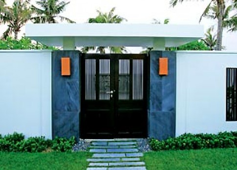 Cửa trong ngôi nhà nhiệt đới