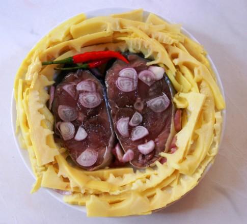 Đậm đà cá ngừ kho măng chua
