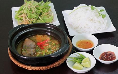 Đậm đà hương vị bún cá ngừ um xứ Quảng