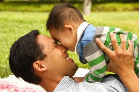 Dạy con trai thế nào để bé không ủy mị