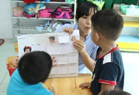 Dạy trẻ tự kỷ học ngôn ngữ đúng cách
