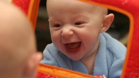 Đồ chơi tốt nhất cho bé trong vài tháng đầu đời