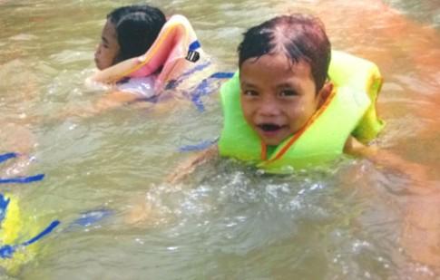 Độ tuổi thích hợp cho trẻ học bơi