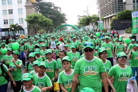 Gần 7.000 học sinh đi bộ gây quỹ học đường