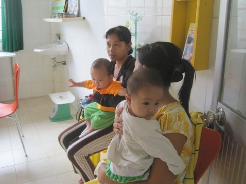 Giảm lượng trẻ ngộ độc nhờ bú mẹ hoàn toàn