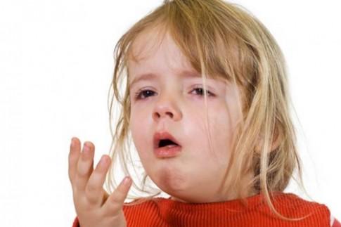 Giúp bé giảm đau tại nhà
