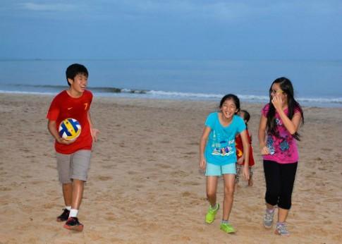 Giúp bé học tiếng Anh qua cuộc thi viết cảm xúc về mùa hè
