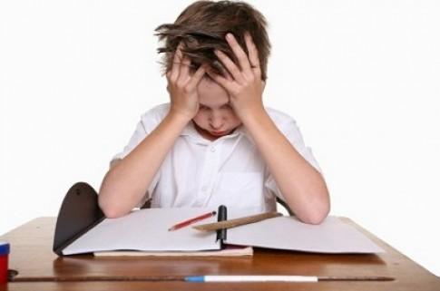 Giúp trẻ khắc phục chứng mau quên khi học bài thi