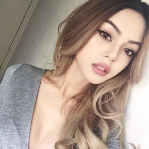 Gợi ý những thỏi son nude chuẩn da nâu môi dày của Lily Maymac
