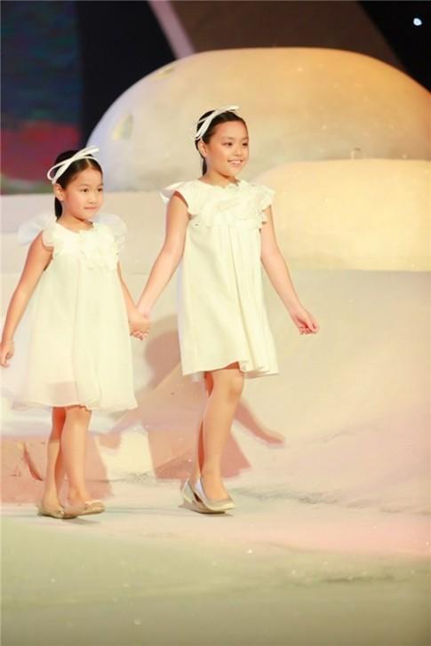Hà Anh, Hoàng Thùy đón đầu xu hướng thời trang Xuân Hè 2016