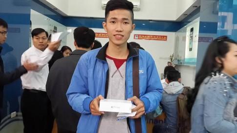 Hà Nội: Xếp hàng từ 7h tối hôm trước chờ mua iPhone 6 chính hãng