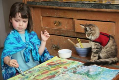 Hành trình bé 6 tuổi thoát khỏi bóng ma tự kỷ nhờ bút vẽ và bạn mèo